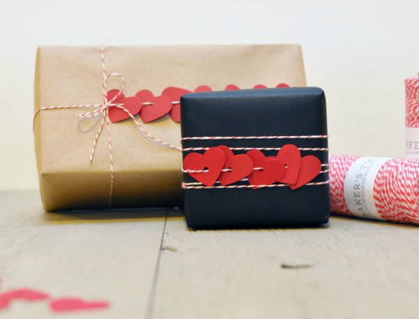 valentines-day-heart-garland-gift-wrap